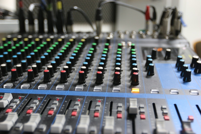 confinement studio grille des programmes wave radio mai